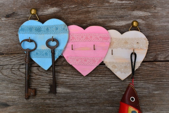 "Romantic/shabby style ""Little hearts"" wooden key holder."