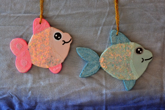 Glitter little fishes wooden ornaments.