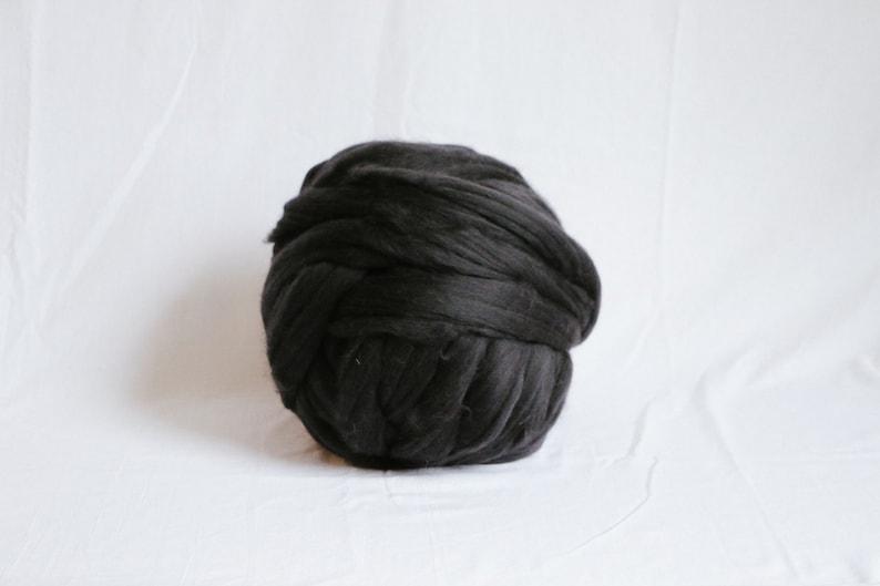 Arm Knitting Charcoal Merino Wool DIY Chunky Yarn Dyed Merino Super Chunky Yarn Chunky Merino Wool Giant Merino Blanket
