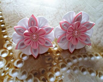 Flowers of Kanzashi.A set of 2 clips for the hair.Pink and white,red and white,blue and white,brown and ayvory hair clips.PICK THE COLOR.