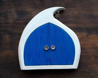 Fairy Door - Winter Fairy, Handmade Solid Wood Fairy Door, Unique Gift, Christmas gift, Imaginative play, Wall Decor