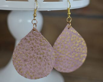Leather teardrop in pink with gold shimmer