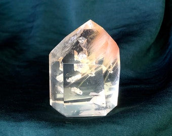 Tabular Chlorine Quartz with Hematite inclusionsChlorine phantom QuartzMineralsCrystalsHealing crystalsUnique mineralsUnique crystals