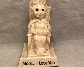 "1976 R&W Berries ""Mom...I Love You"" Female Figurine Resin Statue - 5.25"" Tall - Female Figure Holding a Crown"