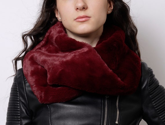 41d6b6a2e27a Snood en fausse fourrure foulard rouge snood en fausse   Etsy