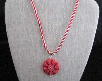 Christmas necklace candy cane stripes
