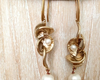 Brass pendant with pearls and earrings