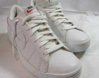 best website cae03 1c7f4 Vintage 2000 Nike White Leather Fortnight Court Shoe   9.5US 43EUR   Brand  New