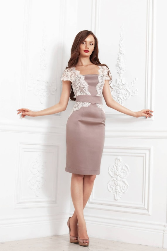 Cocktail Knee Length Pencil Lace Dress In Blush And White Color Evening Formal Lace Dress With Cap Sleeves
