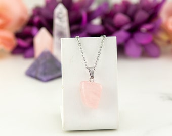 Delicate necklace made of rose quartz, semi-precious stone and stainless steel