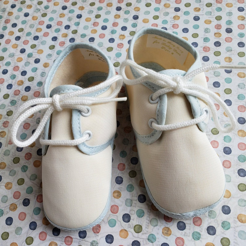 Vintage 1980s Baby Deer Soft Sole Crib Shoes Size 2 White with Blue Trim Cotton Batiste Saddle Oxford Crib Booties
