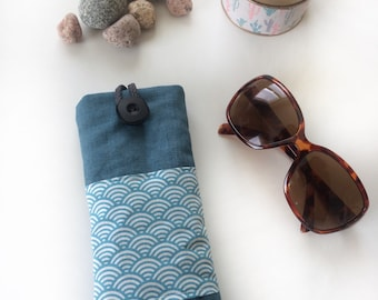 Waves green waterproof laminated cotton linen glasses case.