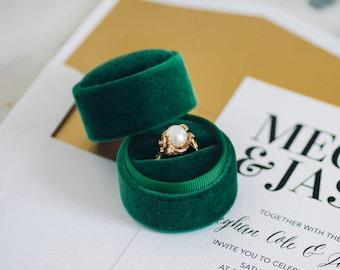 Circle velvet ring box - vintage style - emerald