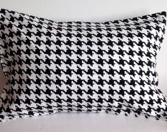 Decorative Houndstooth Pillow