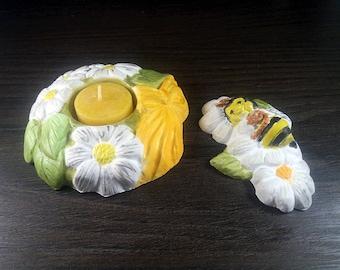 Tea light holder with a beeswax tea light. Flowers with bee, flower tea light. Keerzenhalter for spring and summer