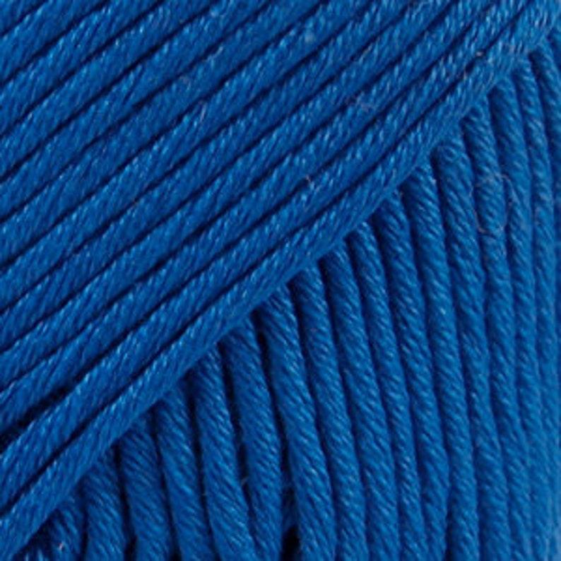 DROPS Nutmeg is a colorful cotton yarn made of 100% königsblau