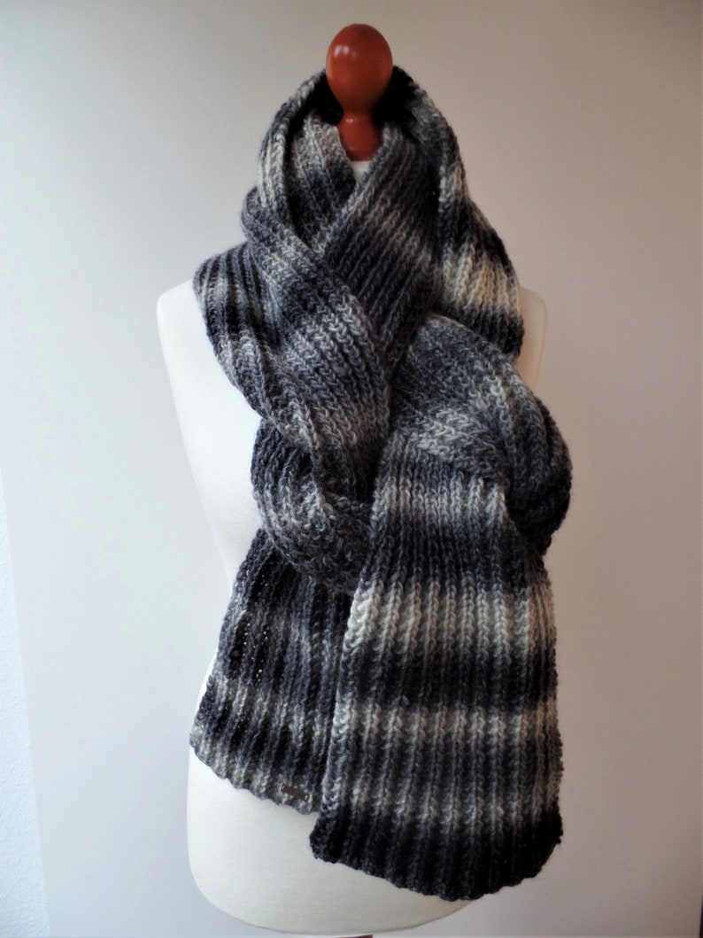 With this XL scarf Hildegard you can show the image 0