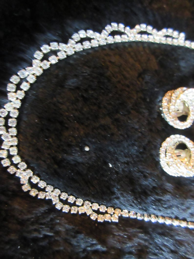 beautiful vintage rhinestone necklace and earrings set clip on earrings excellent conditon prom! 50/'s vintage feminine and glamorous