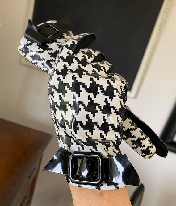 Houndstooth Vinyl 60's Gloves, Black & White Check