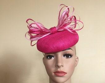31a2ad6a549 Fushia wedding hat Fushia Ascot hat Pink wedding hat Pink Ascot hat Derby  hat Ascot fascinator Wedding fascinator Pink hats Pink Pillbox hat