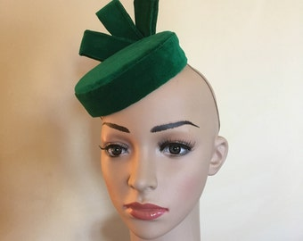 Green velvet hat,Green velvet pillbox hat,Green velvet pillbox hats,Green wedding hat,Green velvet Ascot hat,Green pillbox hat,Green hat.