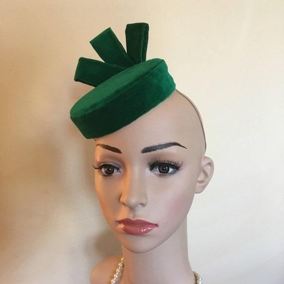 Green velvet hatGreen velvet pillbox hatGreen velvet pillbox  939eea14a94