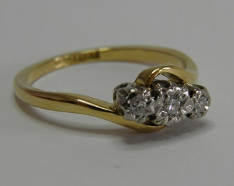 Diamond Trilogy Twist Ring 18ct