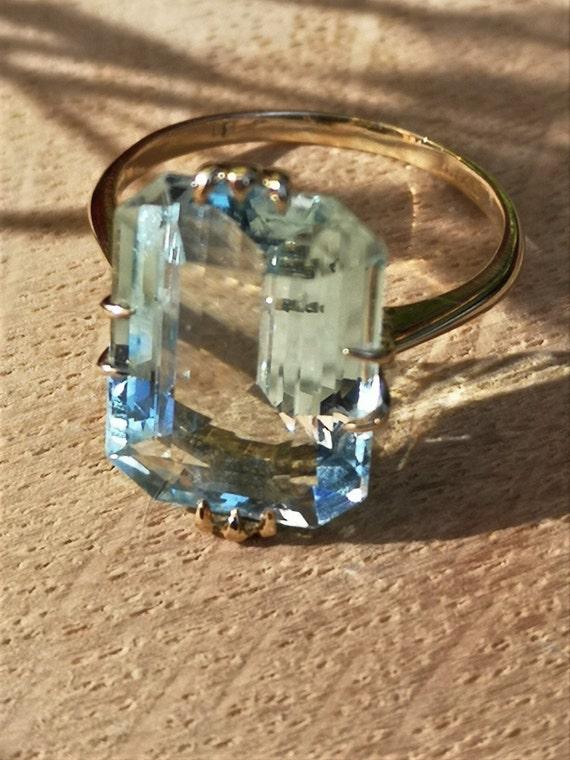 18ct Art Deco Aquamarine Ring