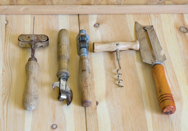 Ordinaire Old Kitchen Gadgets Wooden Kitchen Tools Old Kitchen Utensils Old  Housewares Wood Handle Utensils Old Stuff Wooden Utensil Set Retro Cutlery