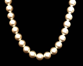 A 60's Pearl Necklace          GJ2673