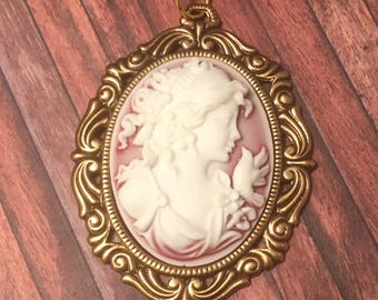 Red and White Resin Cameo Antique Gold Setting Pendant