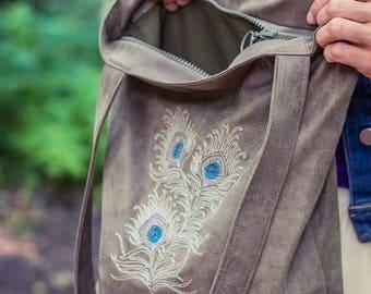 Embroidered woman handbag
