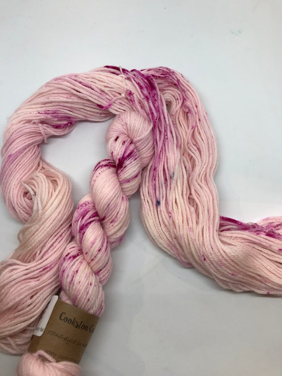 "50g 100% Superwash Merino DK yarn, hand dyed in Scotland, ""Marshmallow"" pale pink speckles"