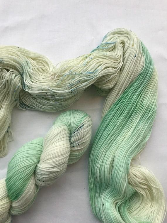 """Snow drop"" 100g Superwash Merino / Nylon Sock Yarn 4 ply"