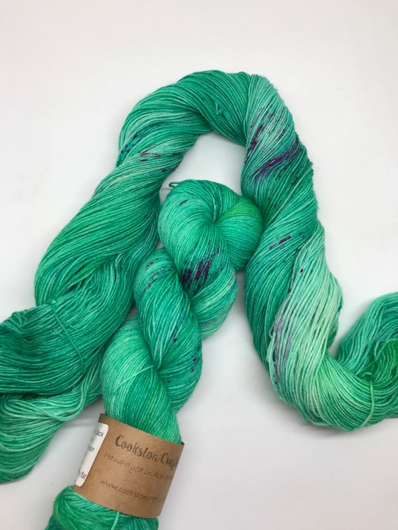 Fyvie - 100g superwash merino / nylon Sock Yarn 4 ply, fingering, hand dyed, variegated emerald green, pink speckles