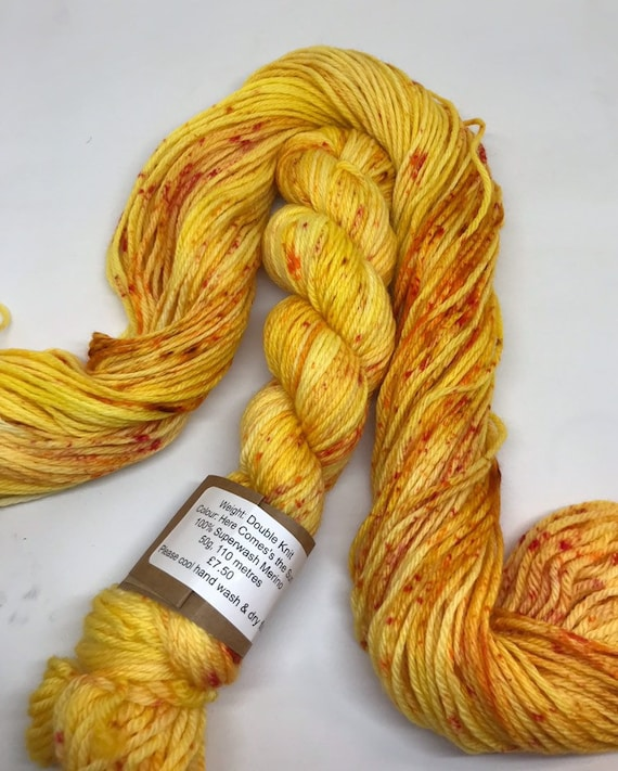 Here comes the sun - 50g 100% Superwash Merino DK double knit yarn, hand dyed in Scotland, variegated speckles mustard yellow red