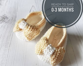 Hand Knit Baby Shoes, Baby Slippers, Baby Shower Gift, Baby Gift, Girls Baby Booties, Bow, Pretty, Christening Gift, Pregnancy Announcement
