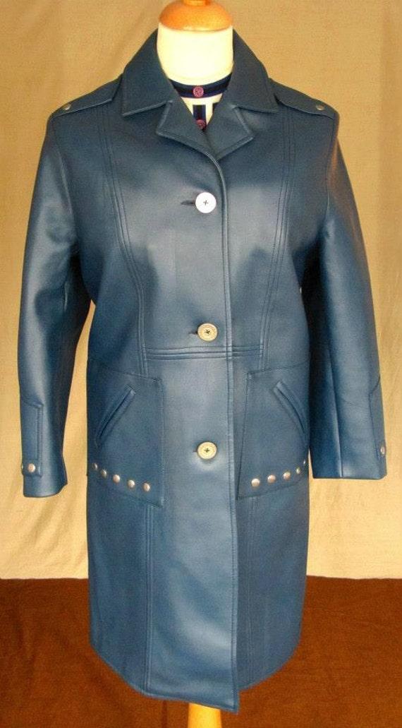 Mid 60's Mod PVC ladies coat (nb one minor demeano