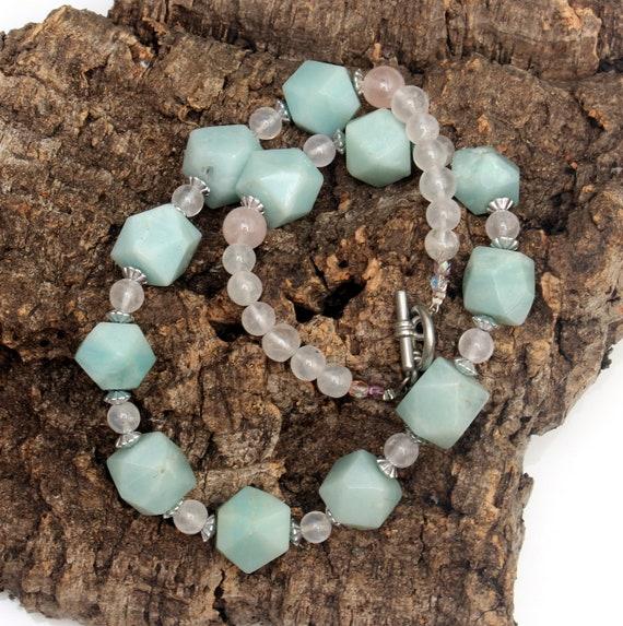 Necklace made of chrysoprase-gemstones
