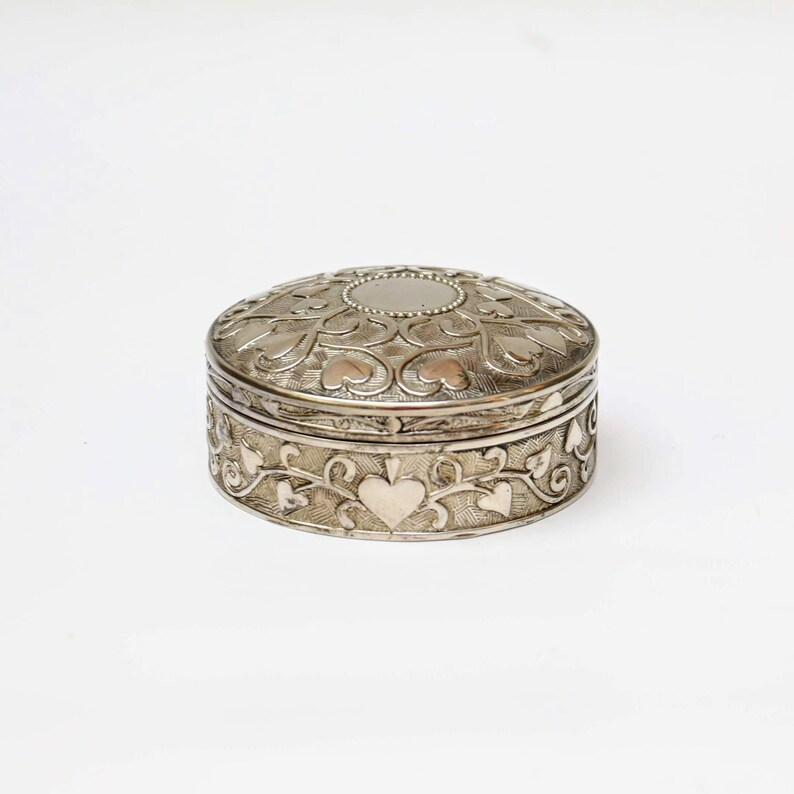 Silver coloured jewelry box with velvet lined-round