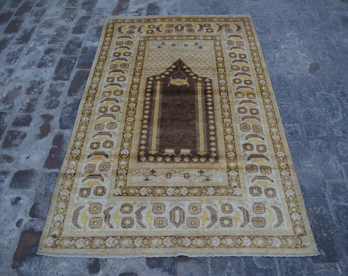 Elegant Vintage Turkish konya prayer rug silk and wool / authentic turkish kola prayer rug