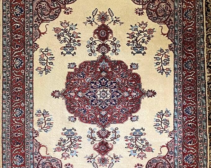 Vintage hand knotted turkish Kayseri rug