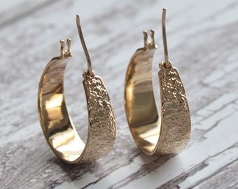 25mm gold-plated wide creoles, hammered earrings