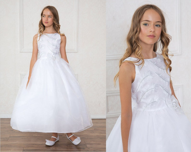 bdb5e468ac31a Robe Première Communion fille robe blanche en satin et strass