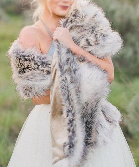 35e2f3f4d3a2 Etole mariée hiver fausse fourrure imitation renard gris argent - châle cape  cache épaules en fausse fourrure haut de gamme pour mariage