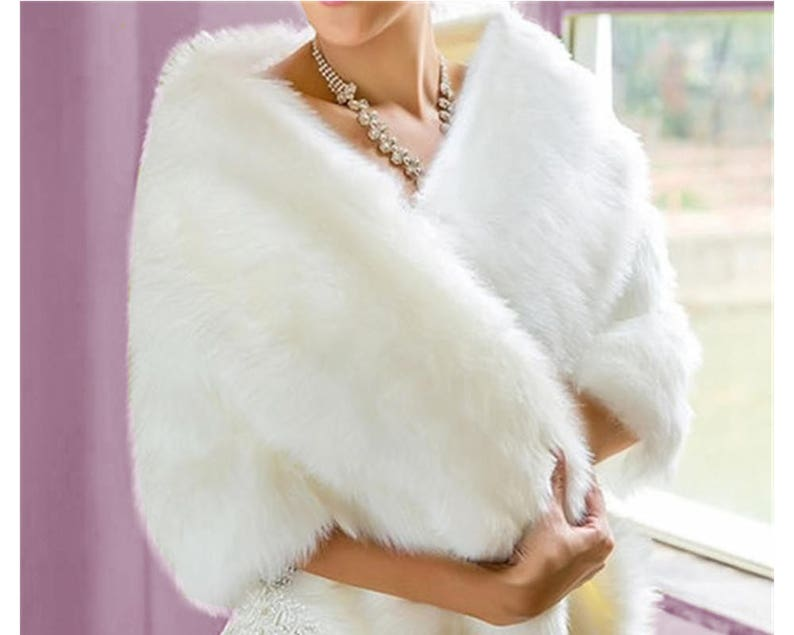 67dfae1ff9e Châle étole en fausse fourrure blanche câpe de luxe avec