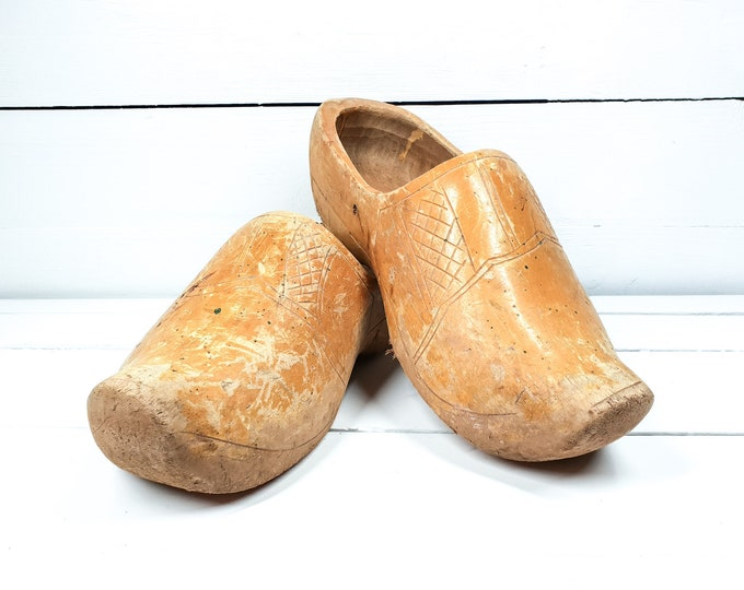 Vintage Dutch wooden shoes • Dutch folklore • farmhouse garden decoration • photoprop • wall flower pot • handmade wooden clogs