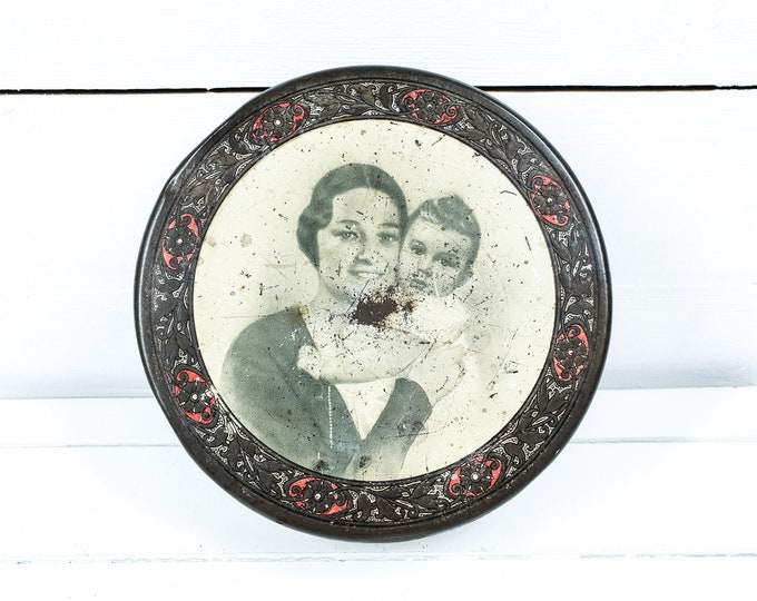 Antique biscuit tin Queen Astrid and prins Boudewijn Belgium • art deco a biscuit tin monarchy • tin box • Royal family • Astrid of Sweden