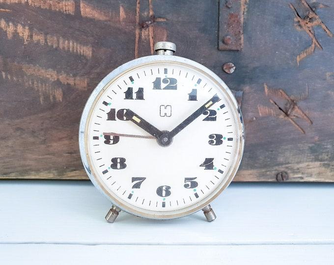 Vintage white alarm clock Hema • old alarm clock white • white home decor accents • nightstand clock