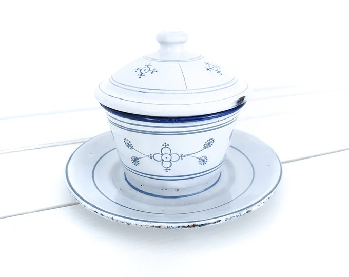 Saks Blau enamel butter dish • Saxon blue enamel • white enamel butter dish with lid • old enamel kitchenware • farmhouse decoration